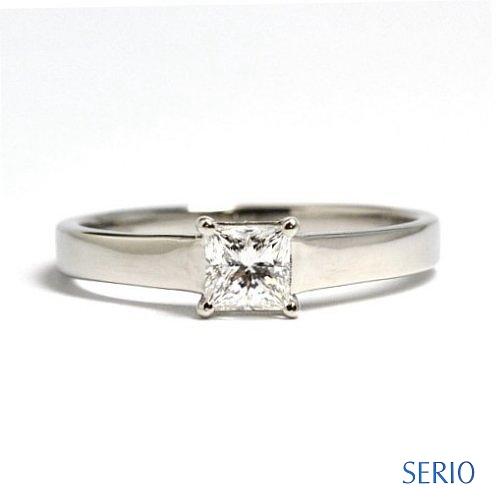 クリスマスプロポーズ・プリンセスカットダイヤを使用した婚約指輪 婚約指輪NO.28